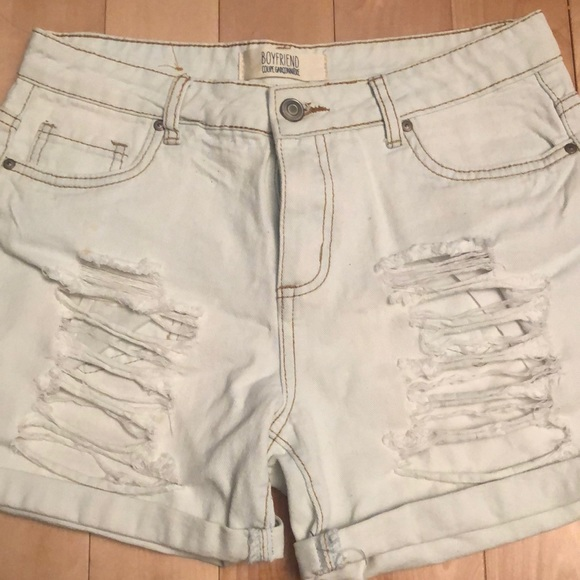 Cute ripped bleached jeans shorts